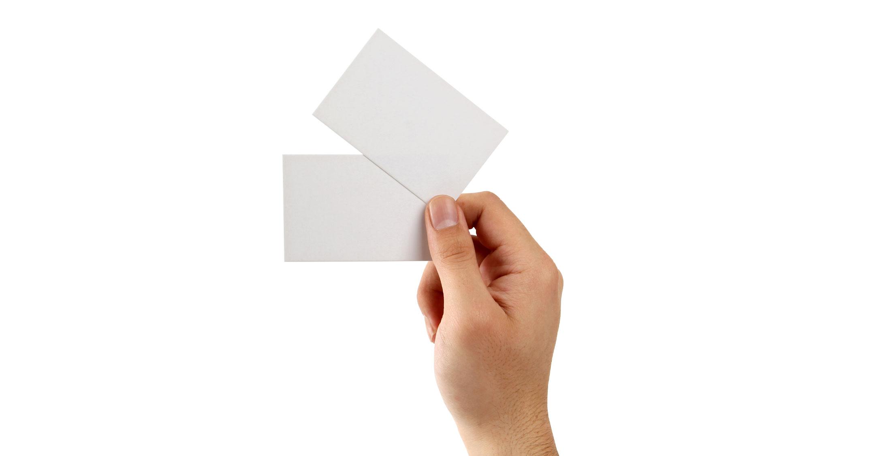 دانلود موکاپ نمایش کارت ویزیت در دست به صورت لایه باز برای فتوشاپ PSD